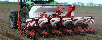Kuhn presenta en Agraria Valladolid su nueva sembradora monograno de precisión Maxima 3